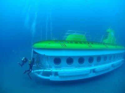 从卡莱罗港出发的潜水艇之旅50分钟