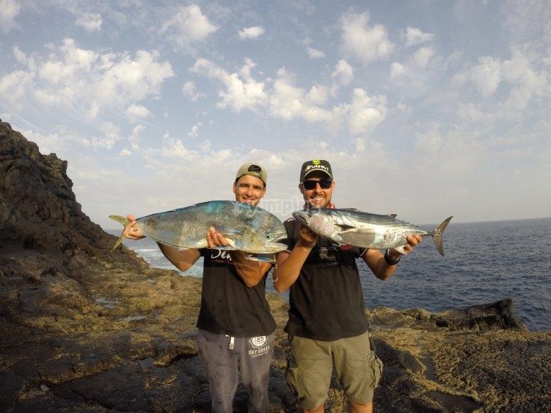 Salida de pesca por la costa en pareja