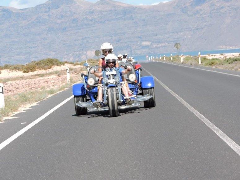 骑三轮车摩托车冒险
