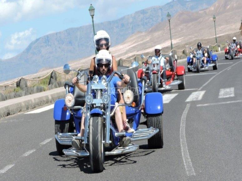 乘坐Timanfaya的摩托车