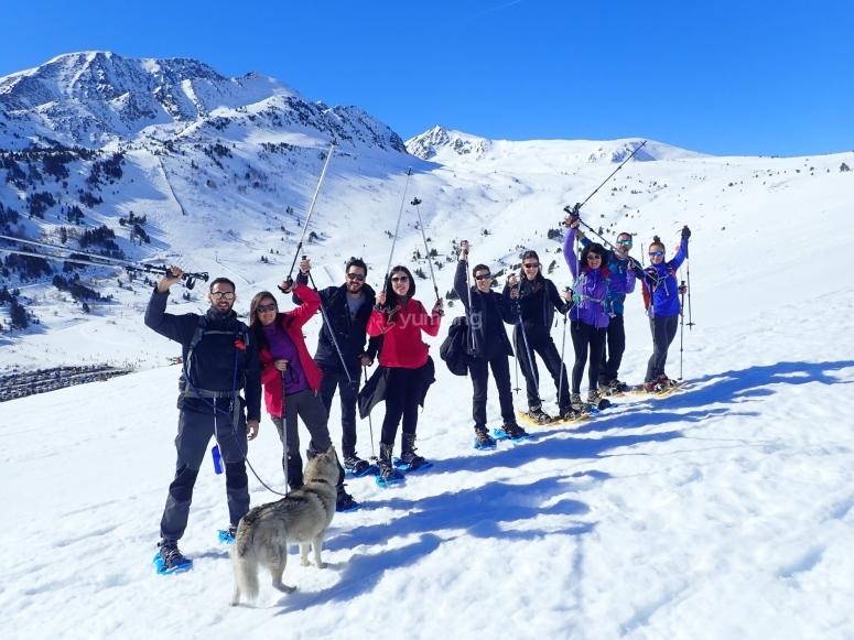 小径上的雪鞋在Collado de la Marrana远足