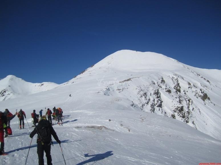 乘坐雪鞋前往堡垒顶端