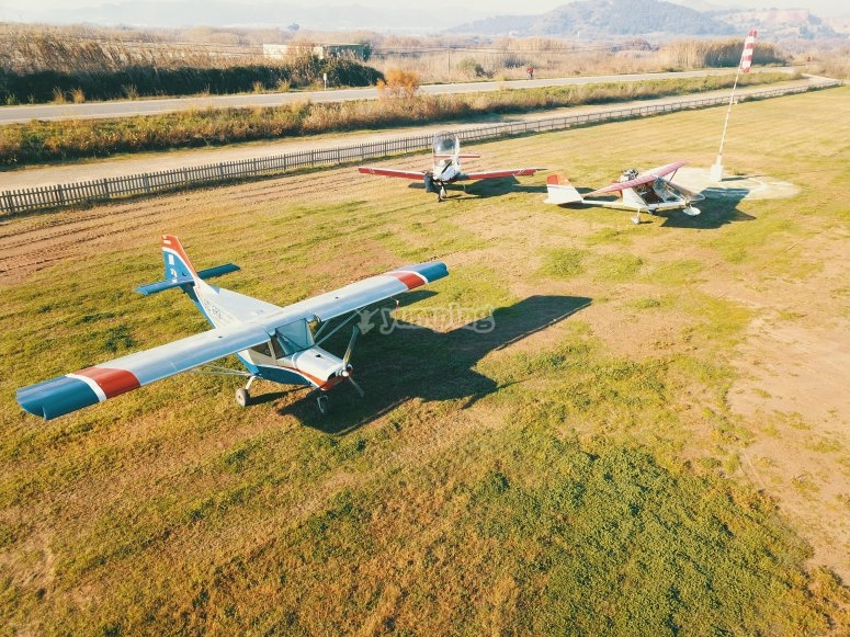 Flota de ultraligeros en el Aeródromo La Llosa