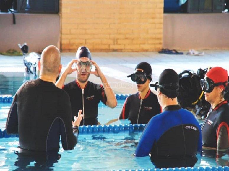 马德里泳池的潜水课
