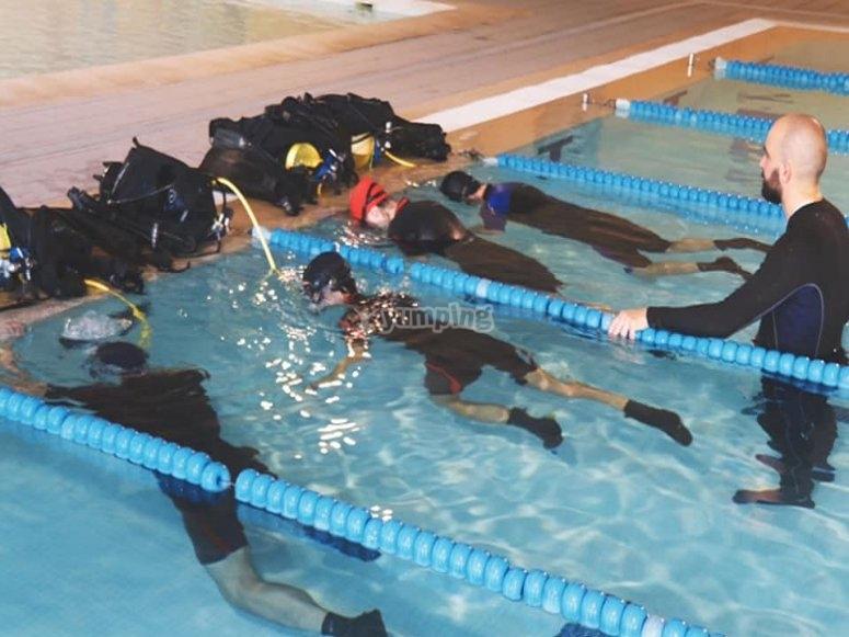 泳池潜水说明
