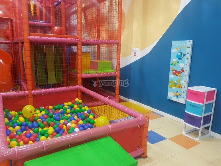 Piscina de bolas para niños pequeños