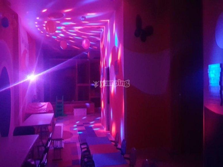 Local ambientado con luces