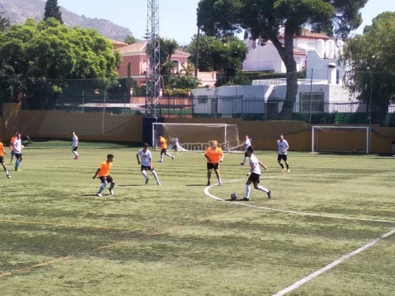 Preparando il gioco nel campo di Las Rozas