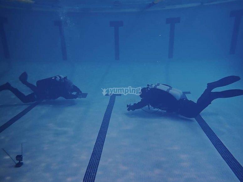 在马德里密闭水域中完善潜水技术
