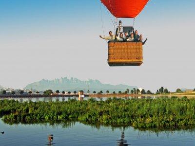 塞尔达尼亚热气球飞行的洗礼和照片