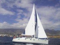 在阿德赫海岸的 8 小时帆船游艇租赁