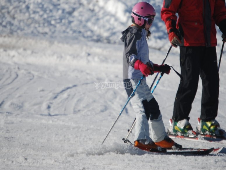 Skiing classes for young beginners in Sierra Nevada