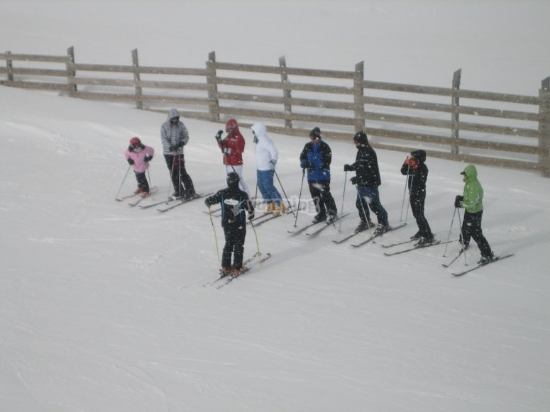 Skiing courses for family groups