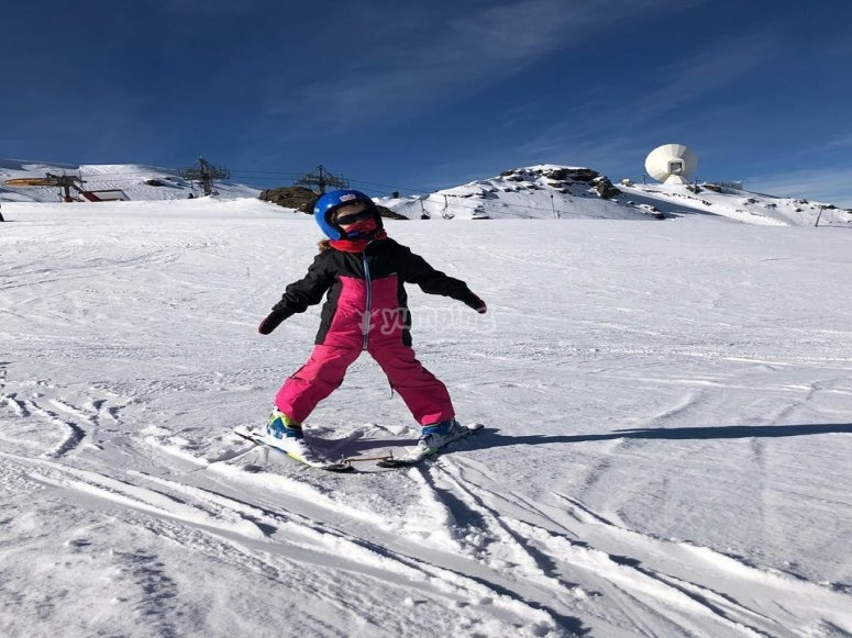 Skiing courses for children in Sierra Nevada