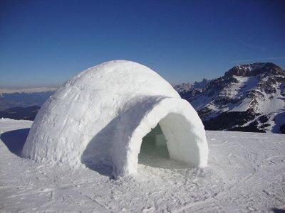 Construcción de un iglú en Valle Moreto 1h 30min