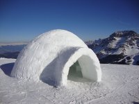 Iglú en la nieve en el Valle del Moreto
