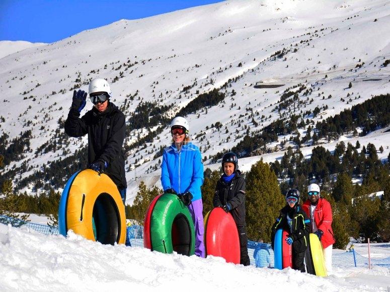 在安道尔的雪地滑坡