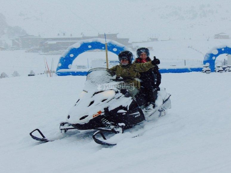 Ruta en moto de nieve biplaza por Grandvalira