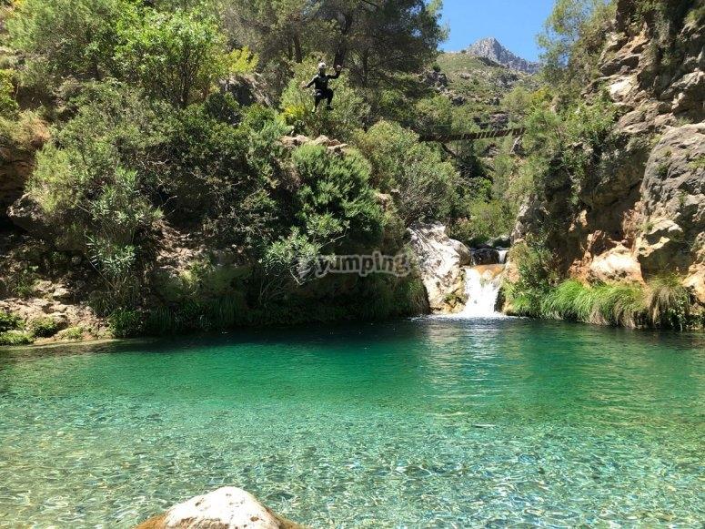 Agua cristalina en barranco Río Verde