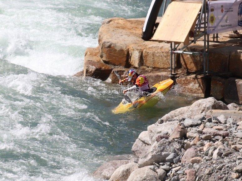 在河上划独木舟的日子Noguera Pallaresa