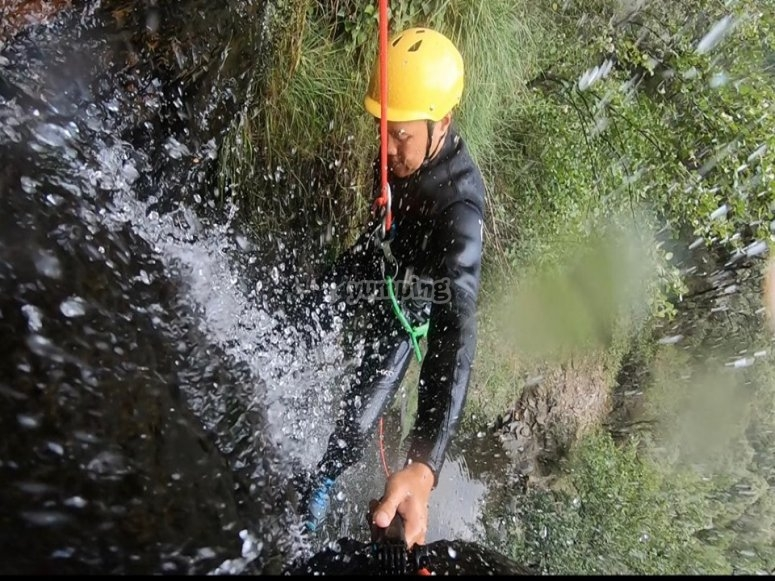 在Berrós溪降