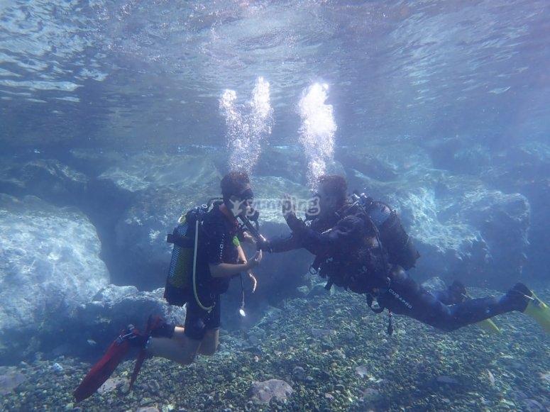 在特内里费岛开始潜水