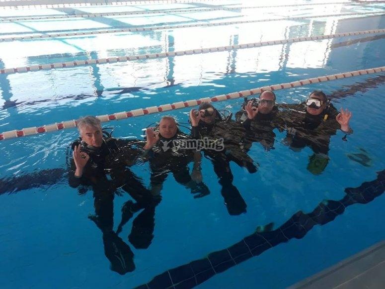 游泳池潜水课