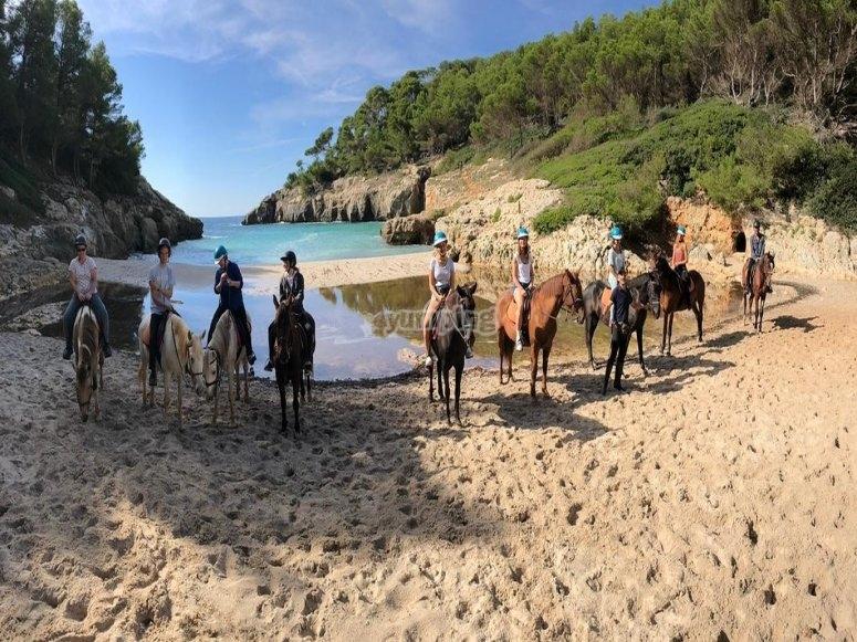 Finalizando la ruta a caballo en la ensenada de Fustam