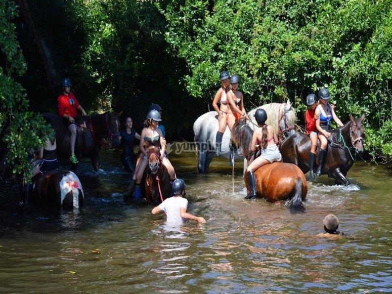 Excursión a caballo por el Río de Mera