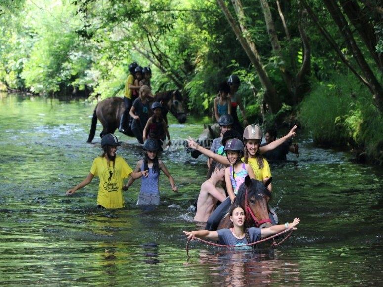 Baño con caballos en el Río de Mera