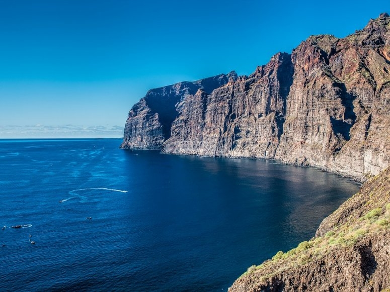 Views of the Cliff of Los Gigantes