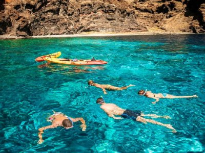 Kayaking and snorkelling Los Gigantes for 2 hours