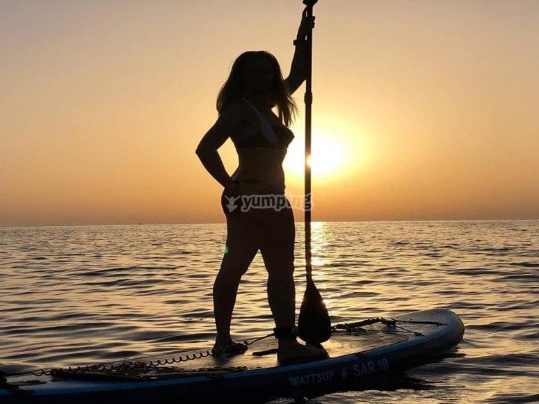 Aprender a practicar paddle surf