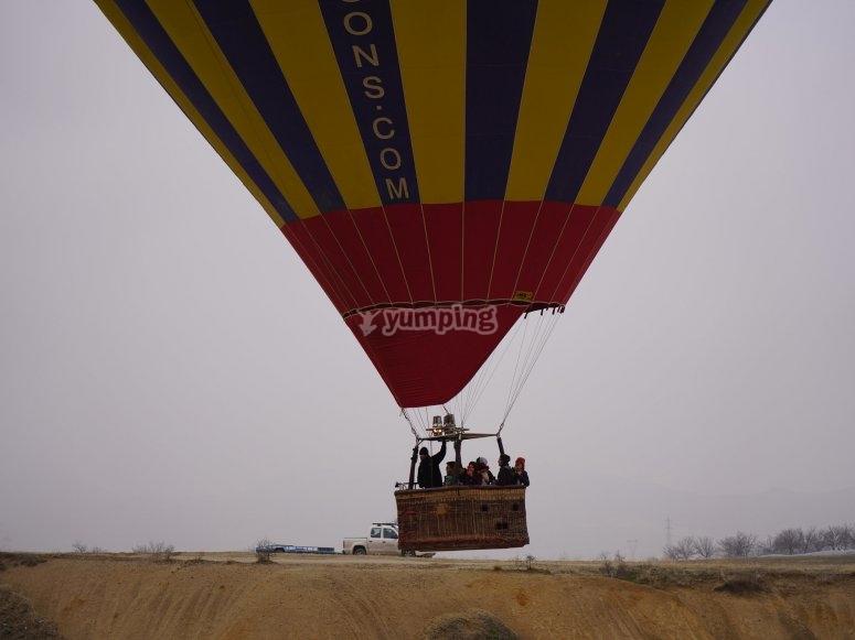 通过韦尔瓦的热气球飞行