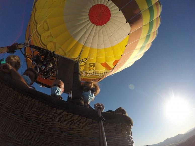 通过安达卢西亚的热气球飞行