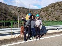 Momenti prima del bungee jumping a Enciso