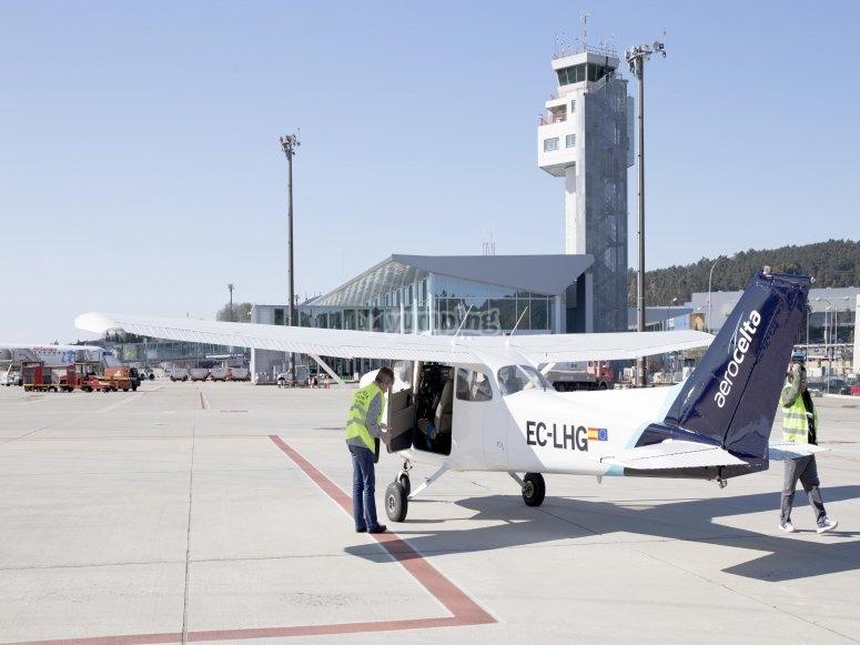 从维哥机场出发,乘飞机