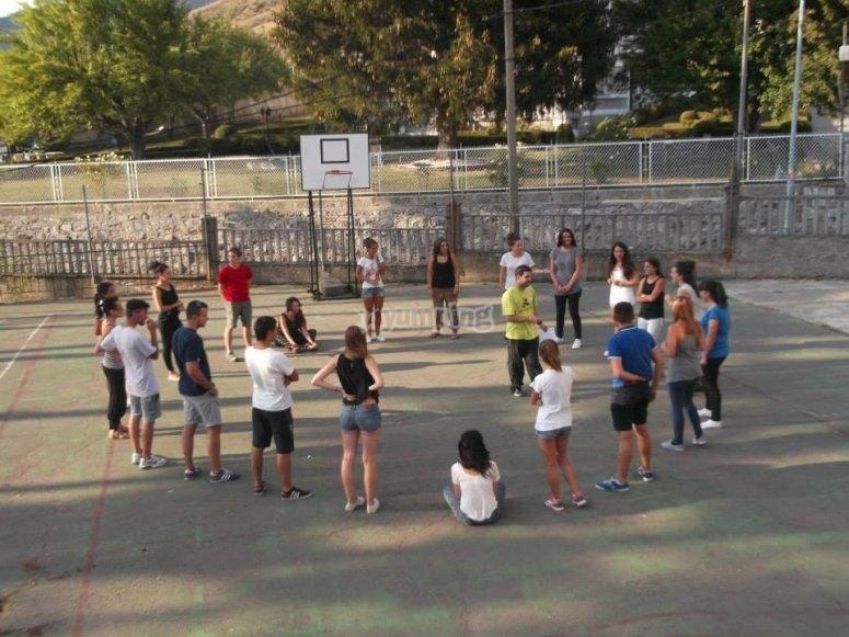 Poniendo en práctica juegos al aire libre