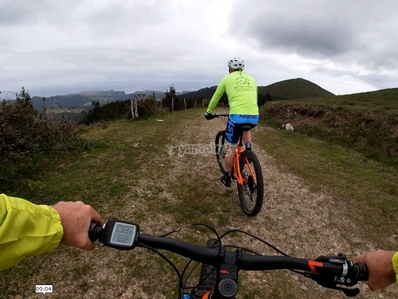 Salida en bici eléctrica por la montaña