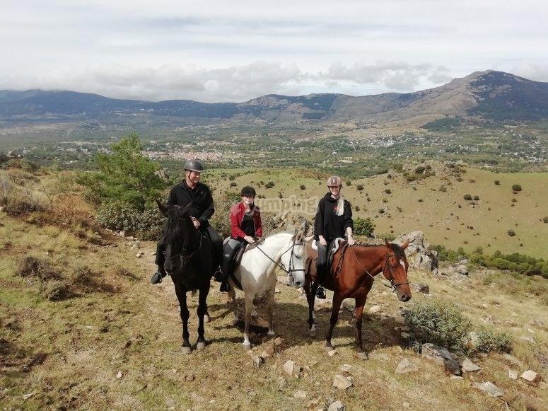Tour en grupo a caballo sierra Madrid