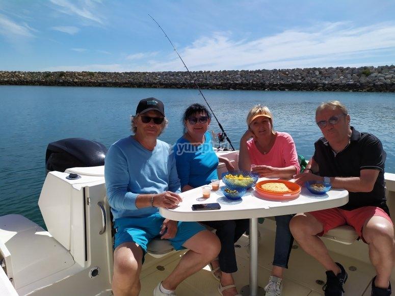 Almorzando en el barco Bahía de Cádiz