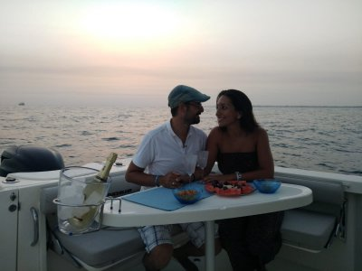 Boat trip for couples in Cádiz Bay 2h