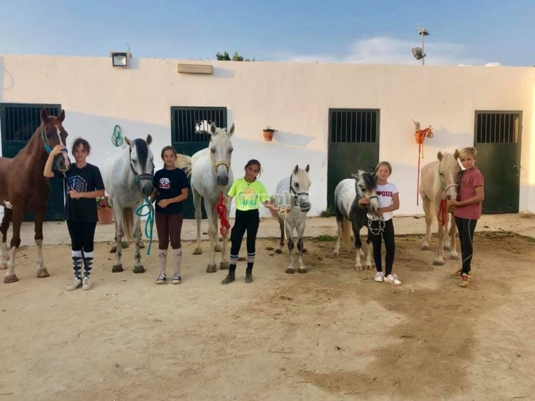 Initiation level riding class