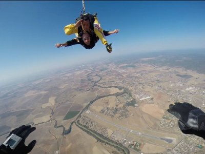 Salto con il paracadute con il video dell'aeroporto di Cordova