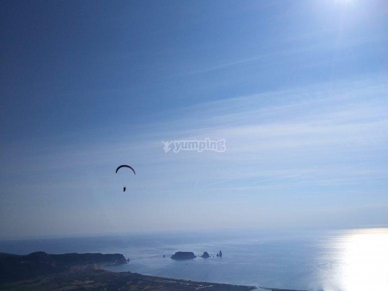 梅迪斯群岛上空的Paratrike航班