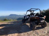 Coronando el Montserrat en buggy