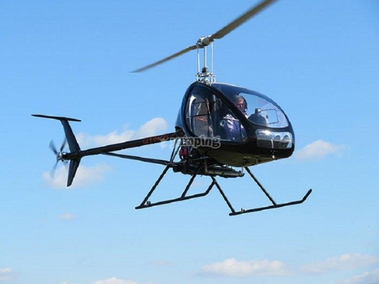 Volar en helicóptero Dynali