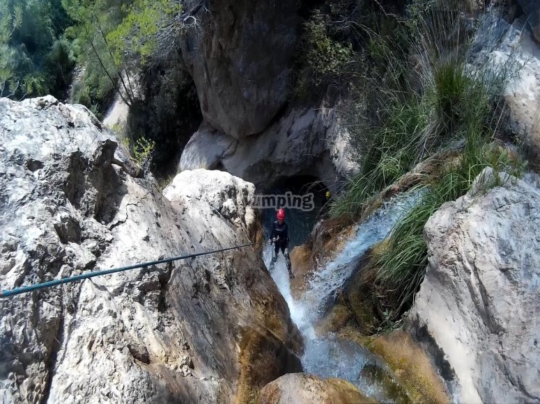 Aguas Marinas峡谷中的水下降
