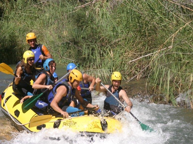 Rafting en grupo por el río Cabriel