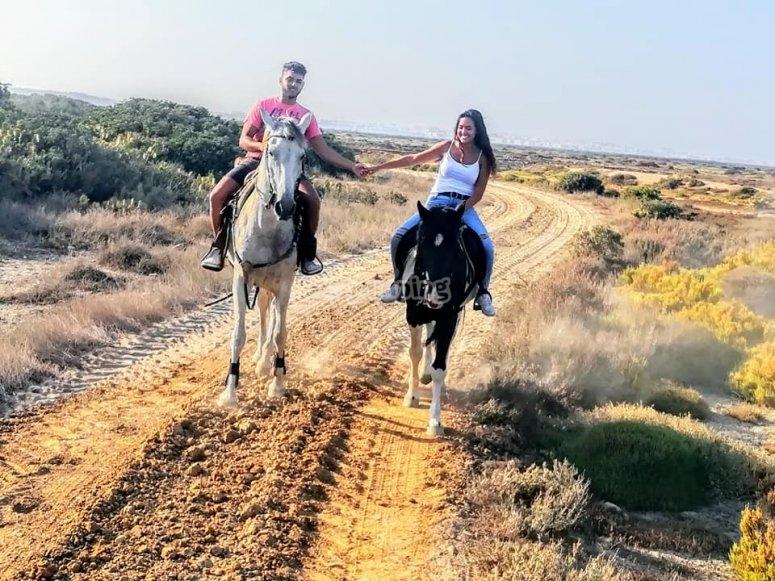 与奇克拉纳浪漫的骑马